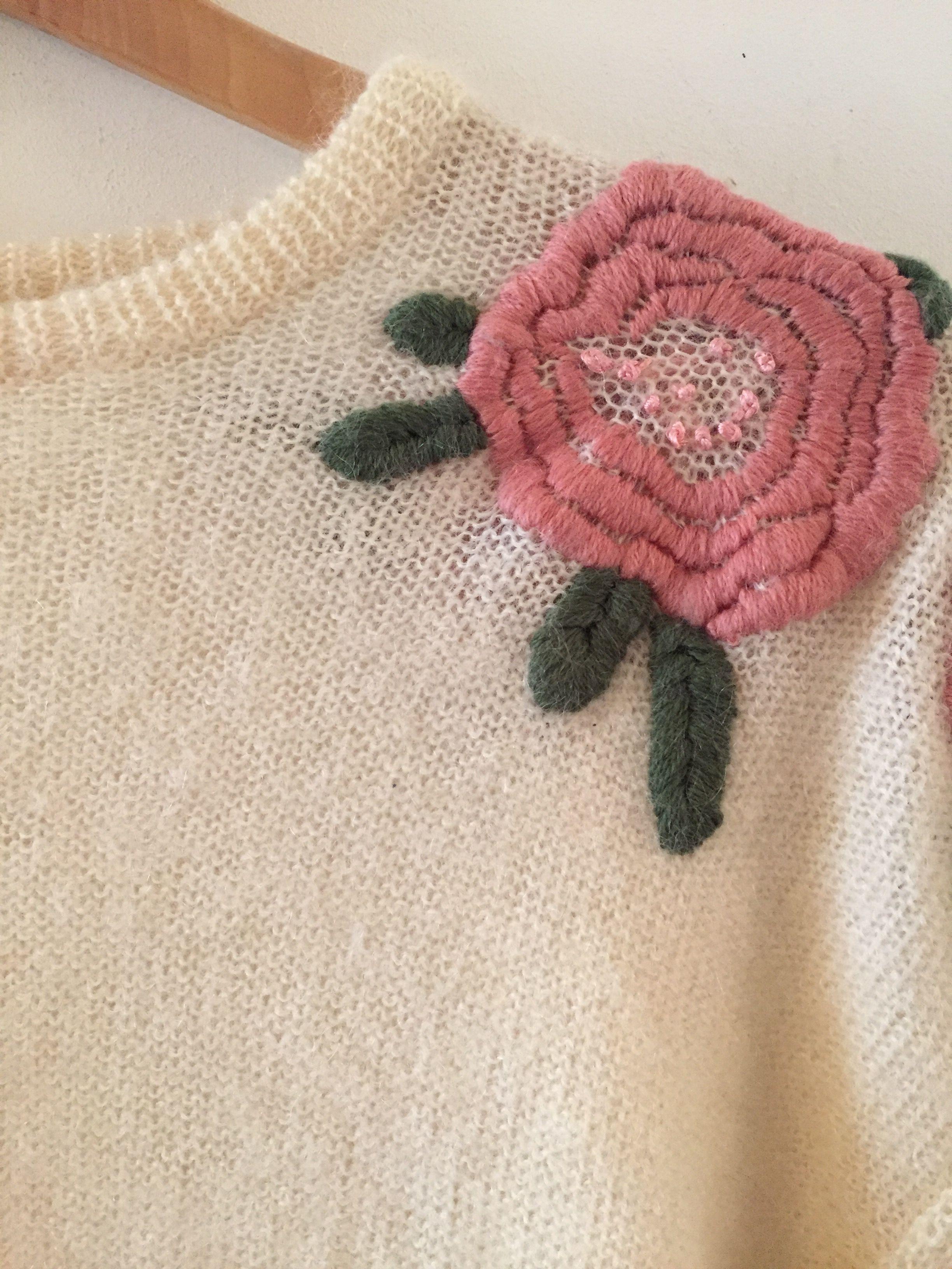 Pulls - Pull roses brodées