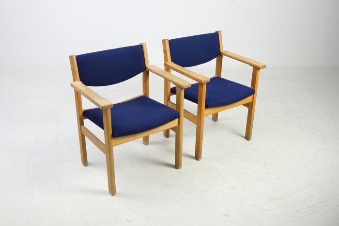 Paire de fauteuils Hans Wegner pour Getama