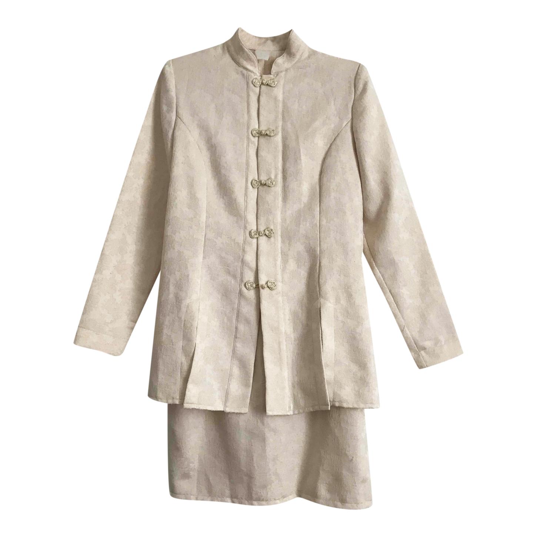 Tailleur jupe asiatique