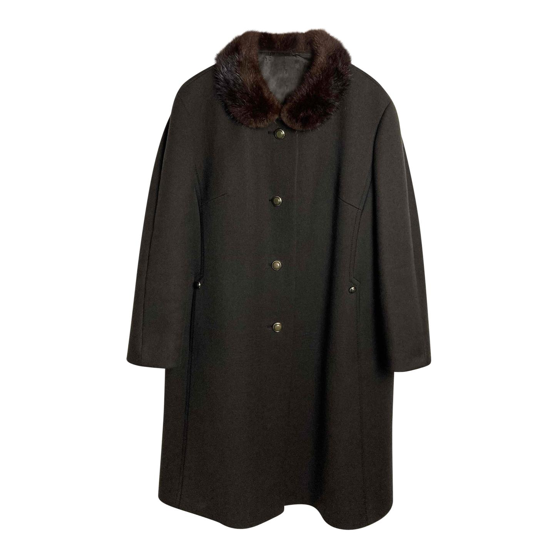 Manteau en laine et col en fausse fourrure