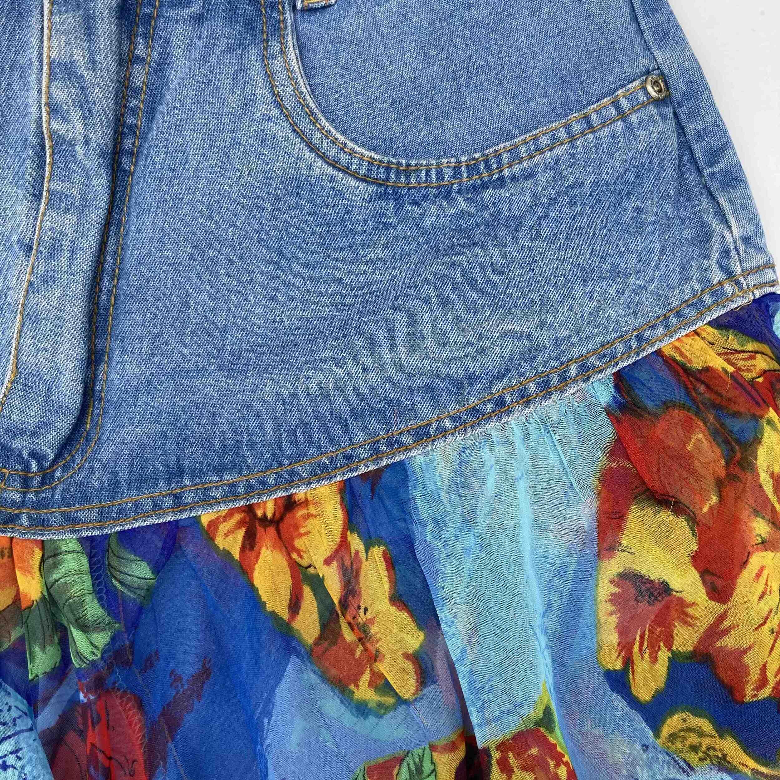 Mini jupe en jean à volants