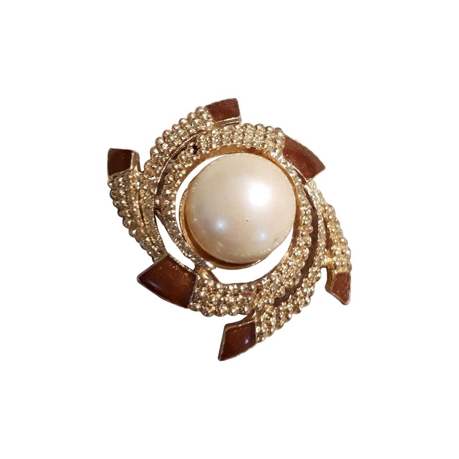 Broche en métal et perle