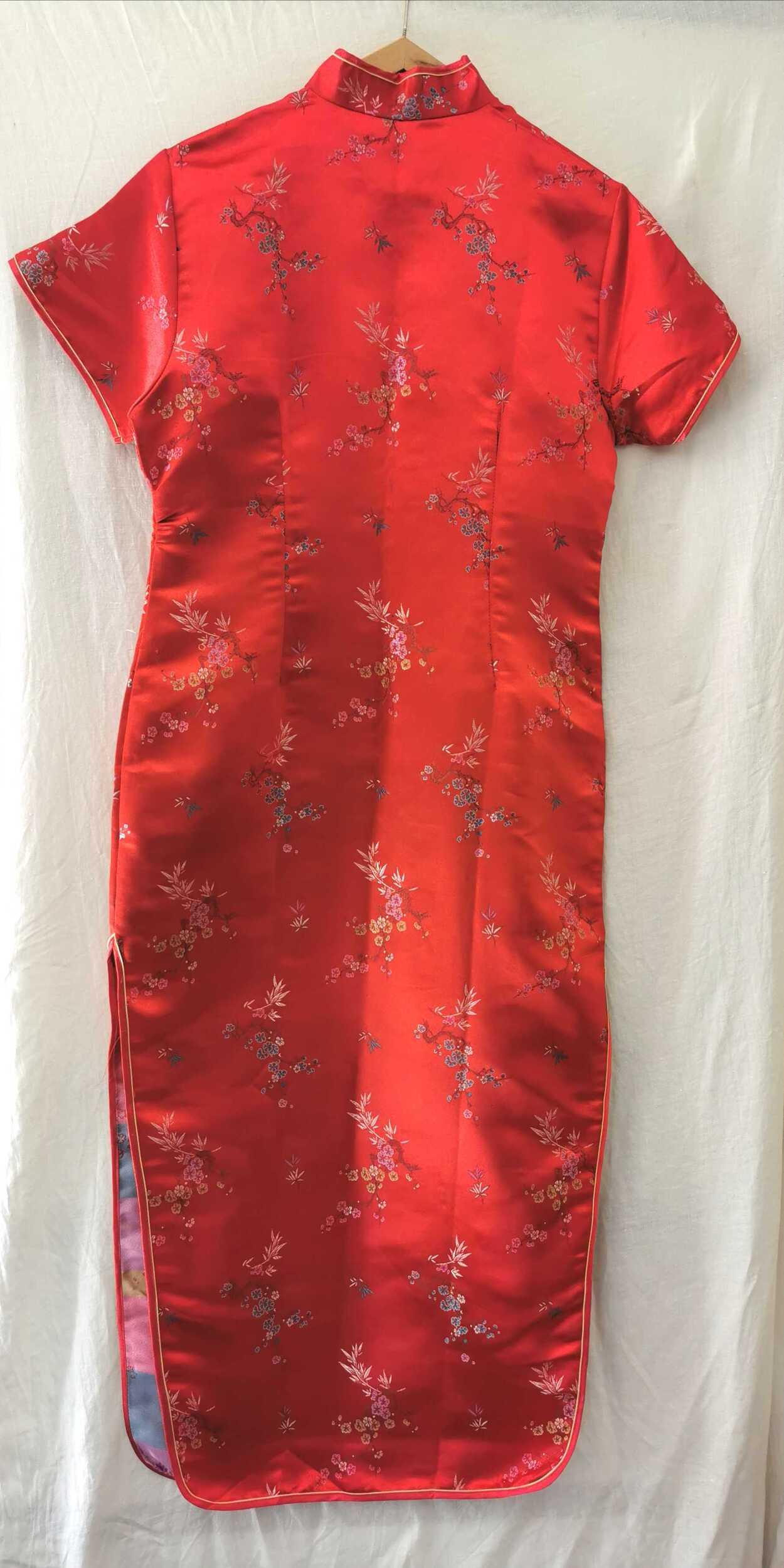 Robe chinoise brodée