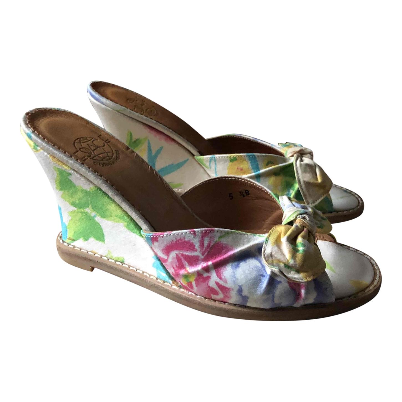 Sandales compensées à fleurs