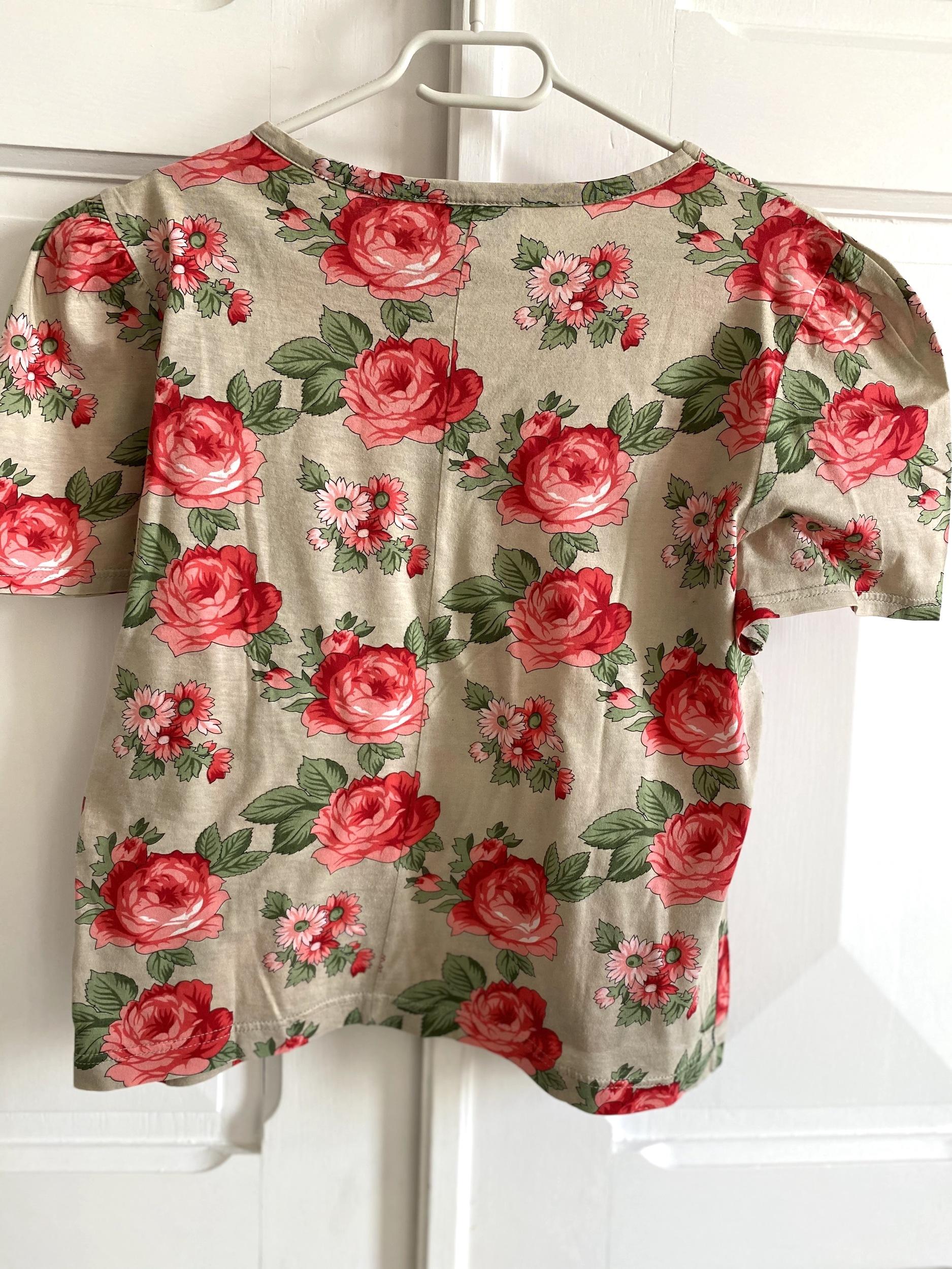 Top à fleurs