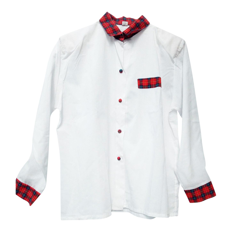 Chemise blanche et tartan