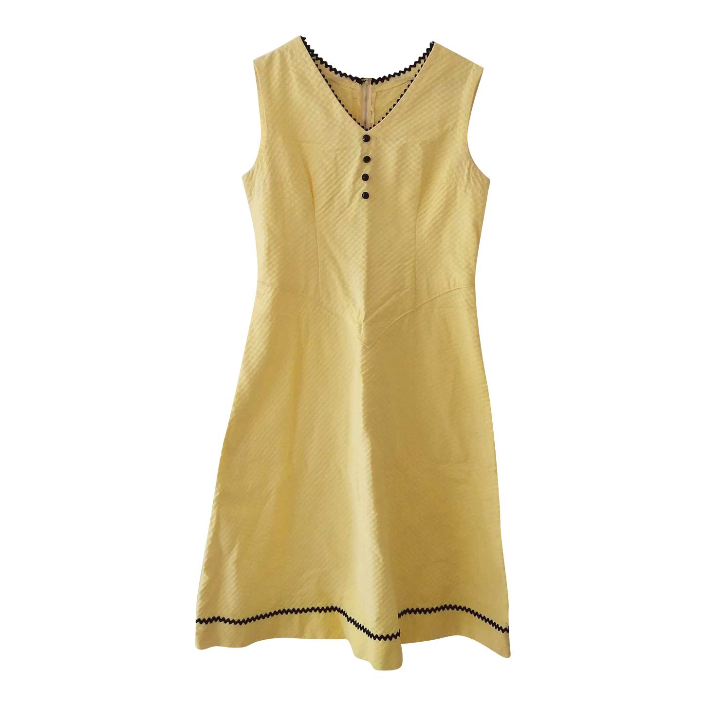 Robe jaune pastel