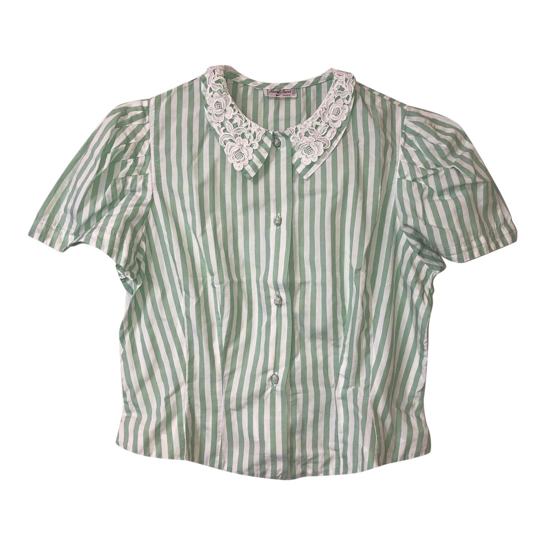 Chemise à rayures et dentelle