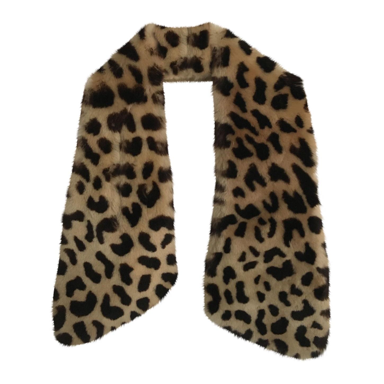 Col en fausse fourrure léopard