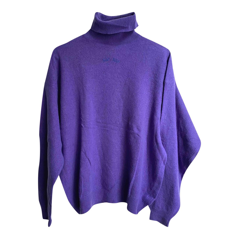 Col roulé violet