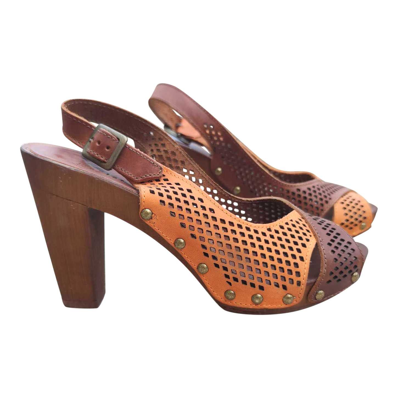 Sandales en bois et cuir