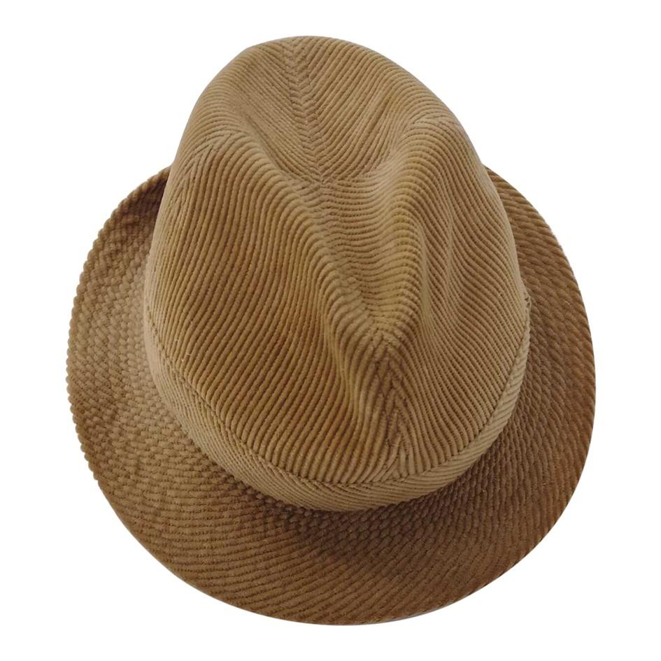 Chapeau en velours côtelé