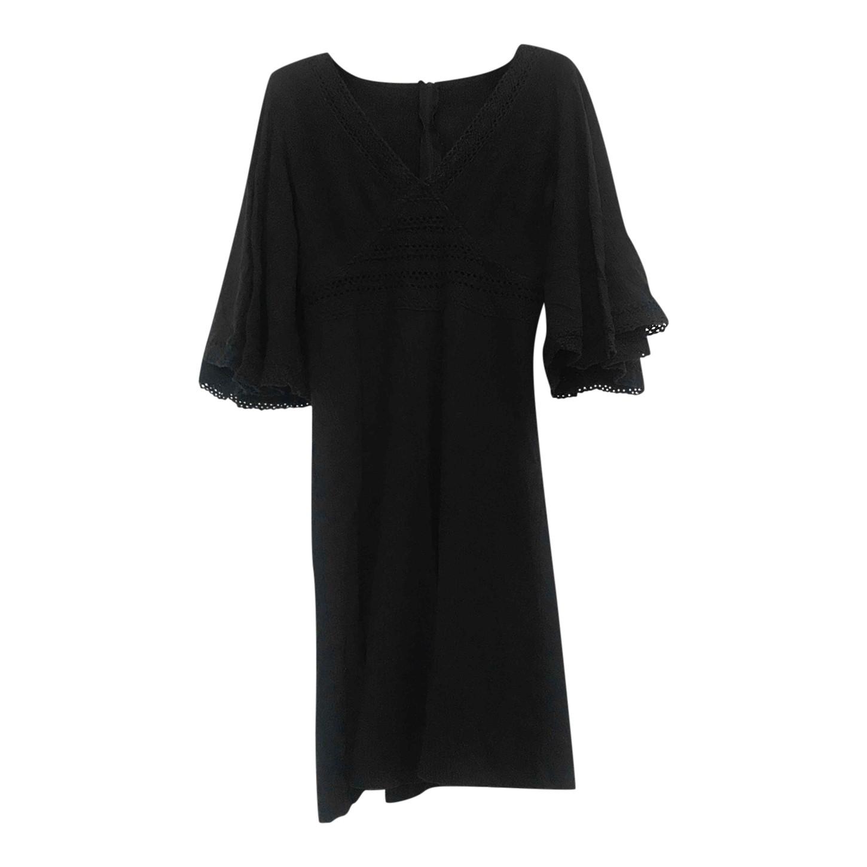 Robe noire brodée