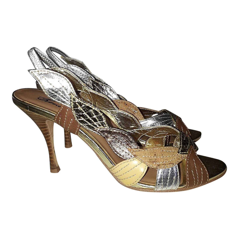 Sandales dorées et argentées