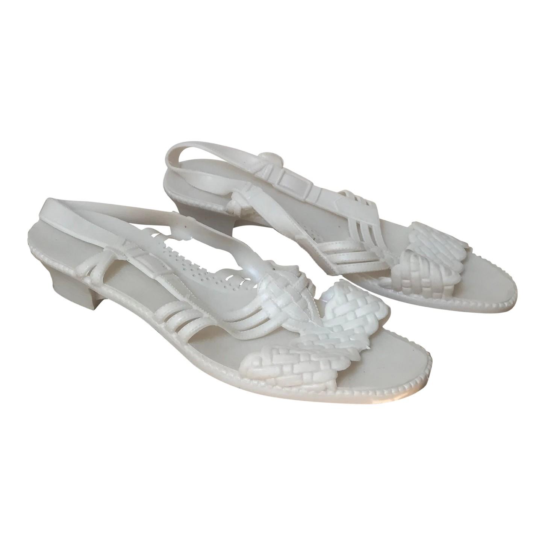 Sandales en plastique
