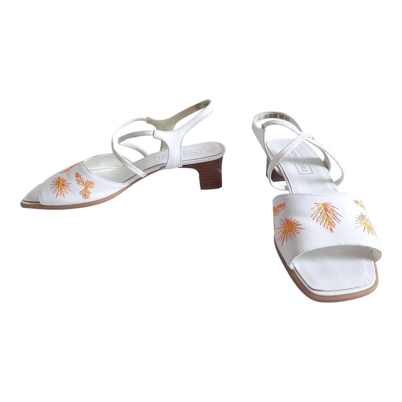 Sandales brodées