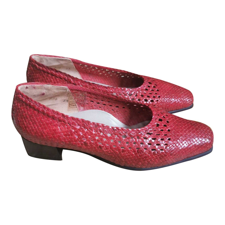 Chaussures en cuir tressé